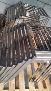 nichel satinato previo decapaggio e pulitura su basi sedie in acciaio