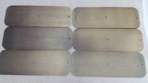 Brunitura, brunitura, spazzolatura e verniciatura di protezione, previo ottonatura a spessore di lamiere in acciaio